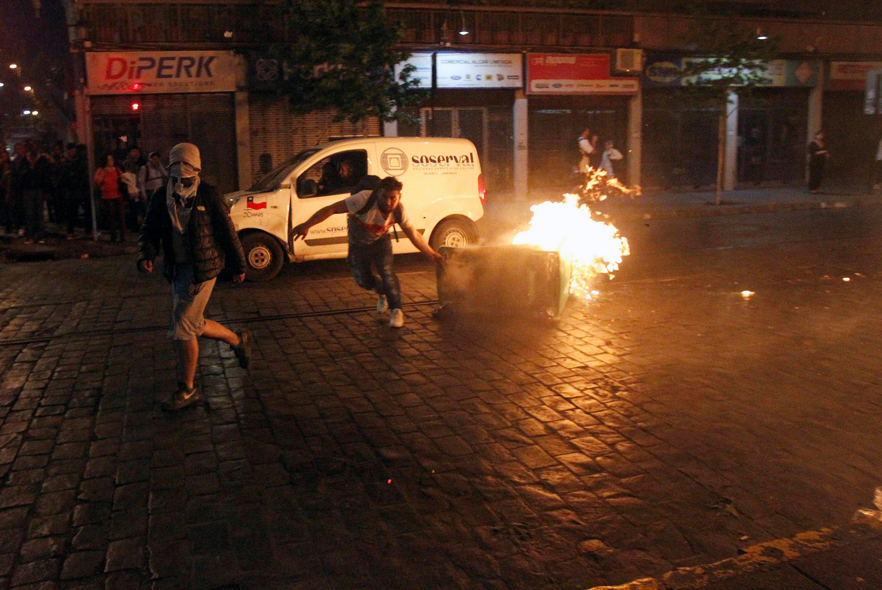 Riots at Chile Depart seven dead as government extends state of emergency