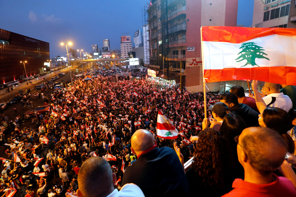 Lebanon Protesters Perform