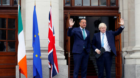 Britain's Prime Minister Boris Johnson meets with Ireland's Prime Minister (Taoiseach) Leo Varadkar in Dublin © Reuters / Phil Noble