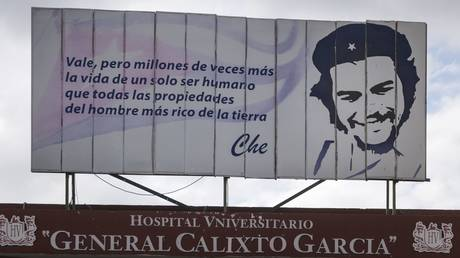 Che Guevara watches over a Havana hospital В© Global Look / JГјrgen Schwenkenbecher