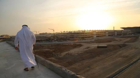 A man walks near the construction site in Jeddah, Saudi Arabia © Reuters / Susan Baaghil