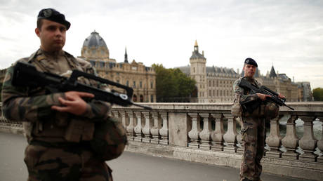 Security personnel is seen after an attack on the police headquarters in Paris, France, October 3, 2019. © REUTERS/Christian Hartmann
