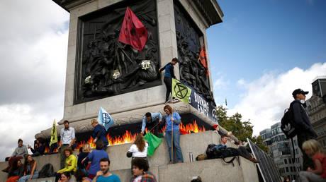 Extinction Rebellion protesters demonstrate at London's Trafalgar Square © Reuters / Henry Nicholls