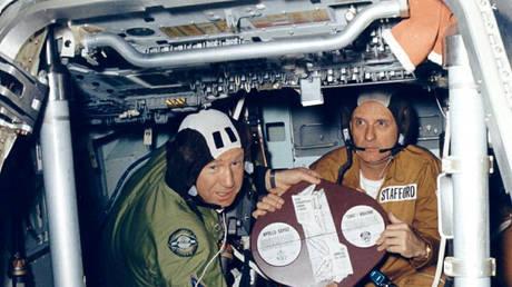 Leonov (L) on Soyuz-Apollo mission © Global Look / NASA