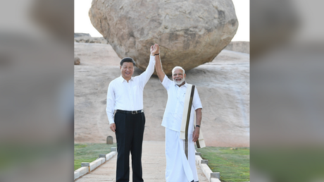 Indian Prime Minister Narendra Modi (R) and Chinese President Xi Jinping pose for a picture at Krishna's Butterball in Mamallapuram, India on October 11, 2019.