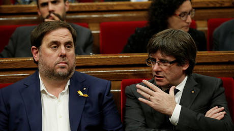 Former Catalan Vice President Oriol Junqueras (left) and President Carles Puigdemont (right), FILE PHOTO. © Reuters/Albert Gea