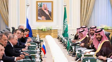 Saudi Arabia's Crown Prince Mohammed bin Salman speaks during talks with Russian President Vladimir Putin in Riyadh, Saudi Arabia © Reuters / Alexander Zemlianichenko
