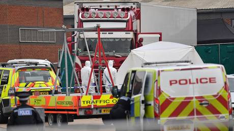 British Police forensic officers work by a lorry, believed to have originated from Bulgaria, containing 39 dead bodies © AFP / Ben Stansall