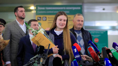 Maria Butina, who was released from a Florida prison and then deported by U.S. immigration officials, speaks with journalists upon the arrival at Sheremetyevo International Airport outside Moscow, Russia October 26, 2019. © REUTERS/Tatyana Makeyeva