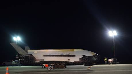 The Air Force's X-37B Orbital Test Vehicle Mission 5 successfully landed at NASA's Kennedy Space Center Shuttle Landing Facility Oct. 27, 2019.  © US Air Force / Jeremy Webster