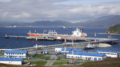 Oil-loading port in Russia