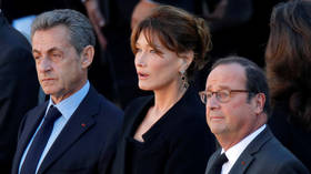 What on earth did Francois Hollande say that shocked Carla Bruni? (VIDEO)