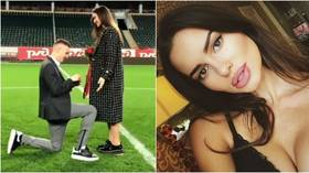 Pitch-perfect proposal: Footballer at Russian team pops the question in center circle at stadium (VIDEO/PHOTOS)