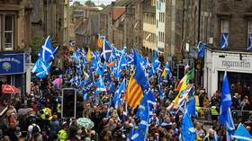 'Independence is coming': Thousands march through Edinburgh in support of Scottish independence — RT UK News