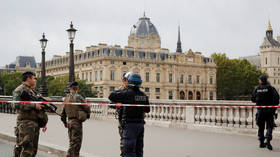 2 Paris police officers disarmed and suspended as department aims at radicalisation in its own ranks – reports