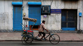 3yo child miraculously survives fall from balcony as it lands on passing rickshaw (VIDEO)