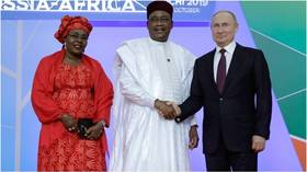 Putin greets African leaders in their traditional clothes as they arrive at Sochi economic summit (PHOTOS)