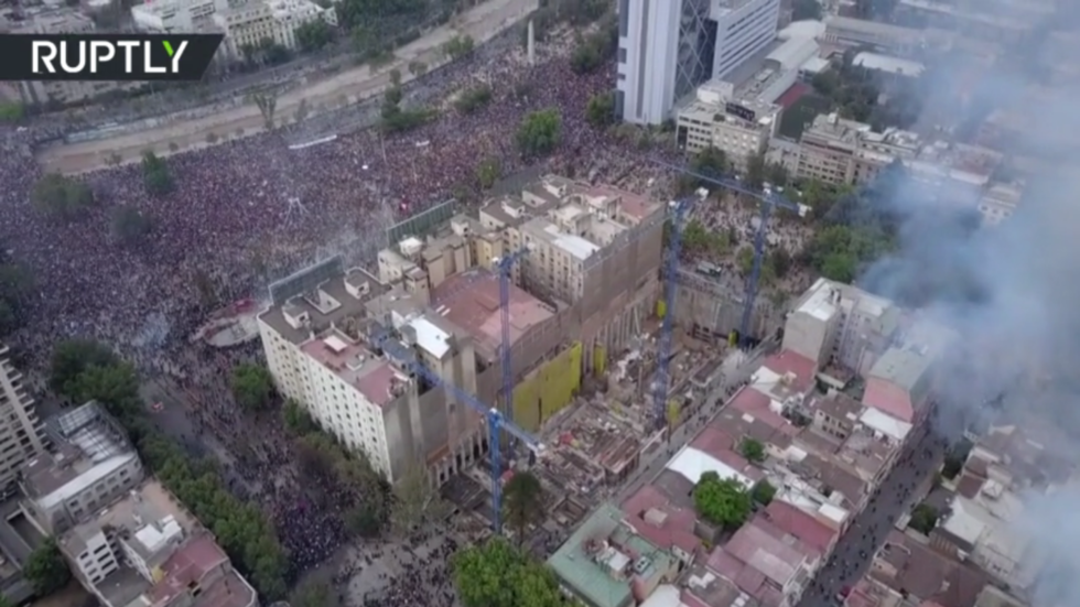 Watch university in Santiago BURN amid continuing anti-government protest (DRONE VIDEO)