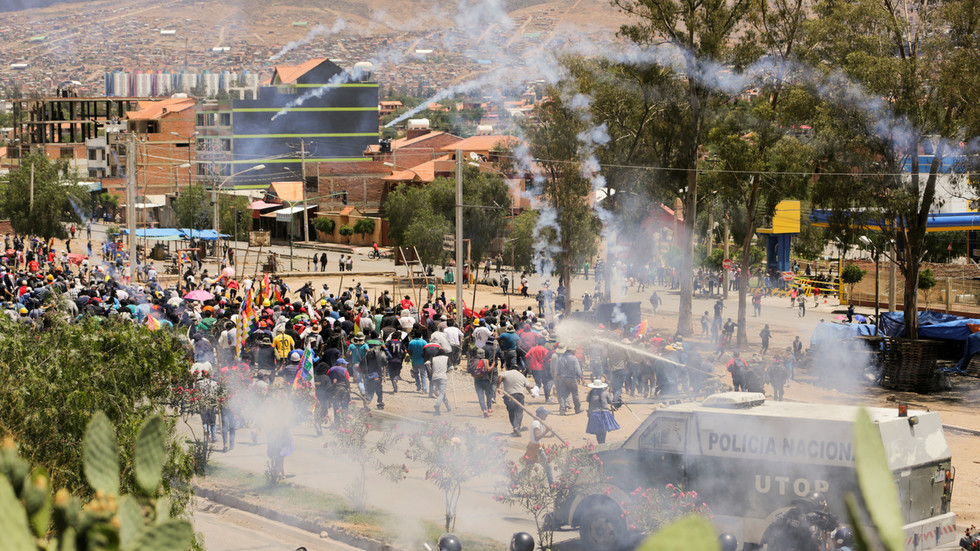 US issues travel ban & evacuates diplomatic staff from Bolivia after 'pro-democracy coup' fails to quell violent unrest