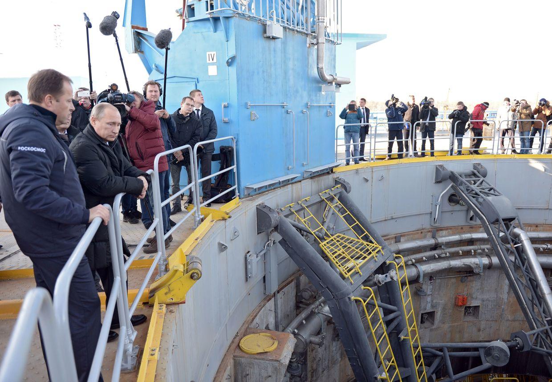 Vladimir Putin inspeciona a construção do Cosmódromo Vostochny em 2015.