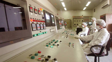 FILE PHOTO: Technicians of Iran's Atomic Energy Organisation in a control room supervise resumption of activities at the Uranium Conversion Facility in Isfahan. © Reuters