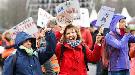 Thousands of Dutch schools closed due to teachers strike
