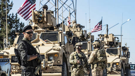 FILE PHOTO. US military armoured vehicles and soldiers on patrol near an oil well in Syria. © AFP / Delil SOULEIMAN