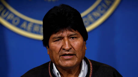 Bolivia's President Evo Morales addresses the media at the presidential hangar in the Bolivian Air Force terminal in El Alto, Bolivia, November 10, 2019. © REUTERS/Carlos Garcia Rawlins
