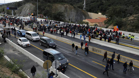 Independence protesters in Catalonia block major Spain-France road link