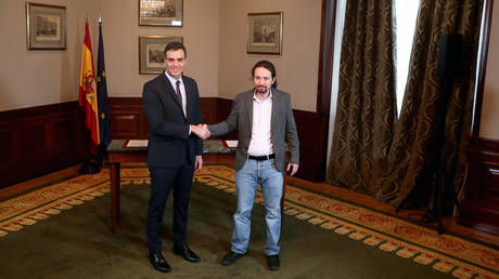 Acting PM Pedro Sanchez and Unidas Podemos (Together We Can) leader Pablo Iglesias at Spain's Parliament in Madrid, November 12, 2019. © Reuters / Sergio Perez