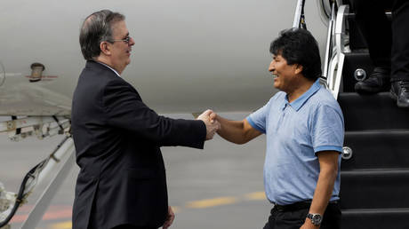 Former President Evo Morales is welcomed by Mexico's Foreign Minister Marcelo Ebrard in Mexico. © REUTERS/Luis Cortes