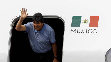 Evo Morales arrives in Mexico to claim asylum © Reuters / Luis Cortes