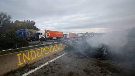 Catalonia pro-independence protesters ousted by police from major highway