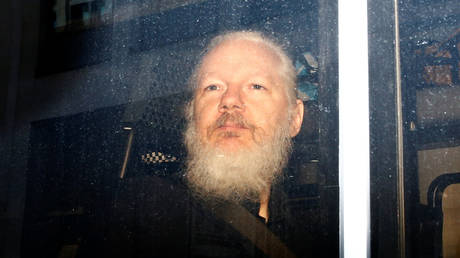 FILE PHOTO WikiLeaks founder Julian Assange is seen in a police van, after he was arrested by British police, in London, Britain April 11, 2019. © REUTERS/Henry Nicholls
