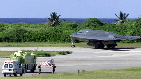 A file photo of a US B-2 Spirit bomber refueling at Diego Garcia © Reuters / US Department of Defense