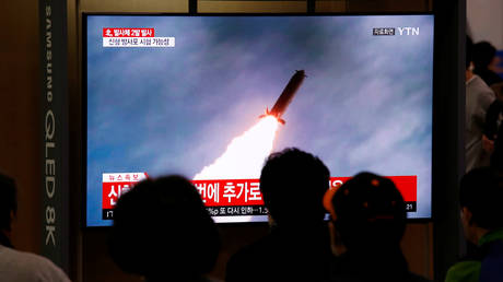 FILE PHOTO: People watch a TV broadcast showing a file footage for a news report on North Korea firing two projectiles, possibly missiles, into the sea between the Korean peninsula and Japan, in Seoul, South Korea, October 31, 2019. © REUTERS/Heo Ran