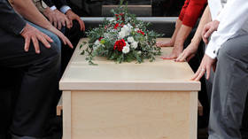 Mourners in Peru horrified after pallbearers drop mayor's coffin & dump body into grave (VIDEO)