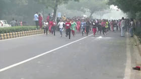 'Theater of the absurd': Delhi kids run mini marathon as city drowns in toxic smog (PHOTOS)