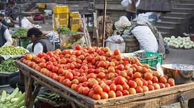 Ideal wedding gift? Pakistanis respond to historic surge in TOMATO prices with memes & satire (VIDEO)