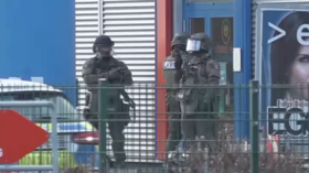 German special forces discover HOAX BOMB after hostage standoff with ax-wielding man & his dog at slots hall (VIDEO)