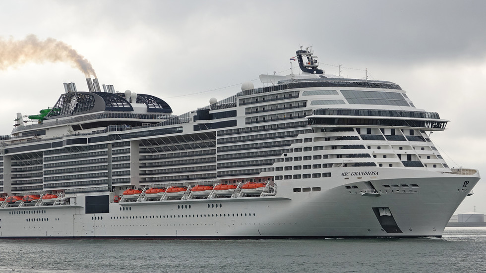 Αποτέλεσμα εικόνας για Brand new $850 million cruise ship MSC Grandiosa crashes into pier in Italy