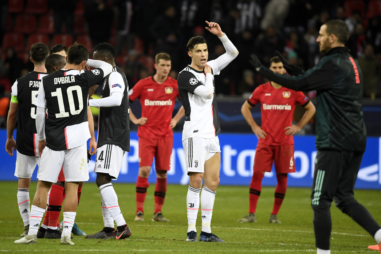 Ronaldo irate after being GRABBED by selfie-hunting pitch invader at Juventus' final Champions League group game (VIDEO)