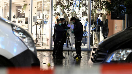 Police find 'no indication of terrorism' behind stabbing attack on minors in the Hague