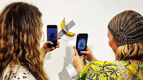 Visually a-peeling: Reaction split online as duct-taped bananas sell for $120k at Miami art gallery
