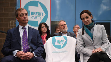 Farage suffers HUMILIATION as Brexit Party MEPs quit to back BoJo's Tories