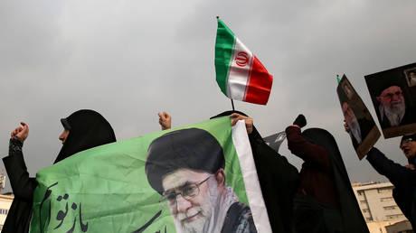 Iranian pro-government protesters in Tehran, November 25, 2019.
