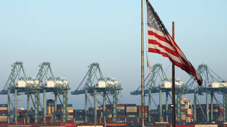 FILE PHOTO: An American flag at the Port of Los Angeles in the background © AFP / Mario Tama