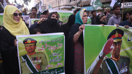 Supporters of the Pervez Musharraf carry placards during a protest following a special court's verdict. © AFP / Asif Hassan
