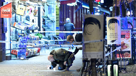 FILE PHOTO: A police officer investigates the scene of a fatal shooting in Malmo, Sweden © Reuters / Johan Nilsson