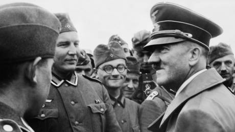 Hitler greets troops after the 1939 invasion of Poland © Global Look Press / Knorr + Hirth